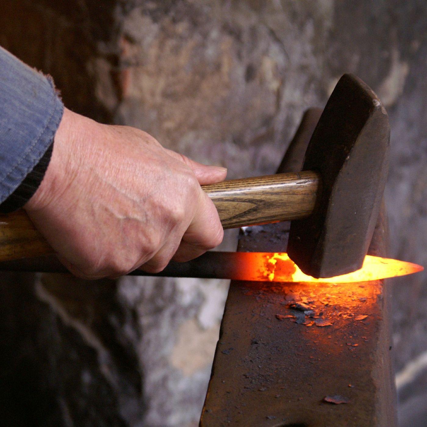 257. ESPRESSIONE: Battere il ferro finché è caldo