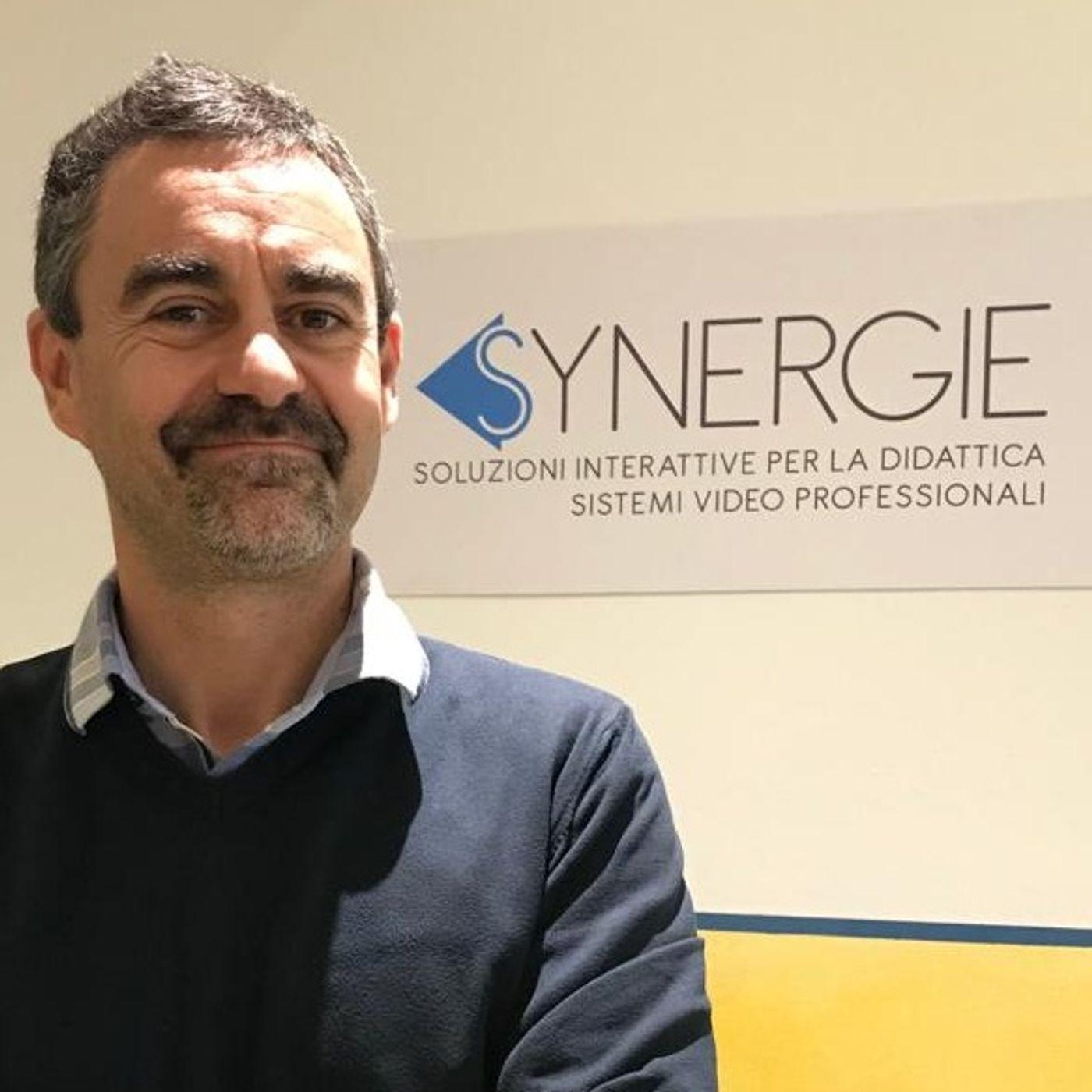 #79 Digitale a scuola: intervista a Tomas Carosella di Synergie