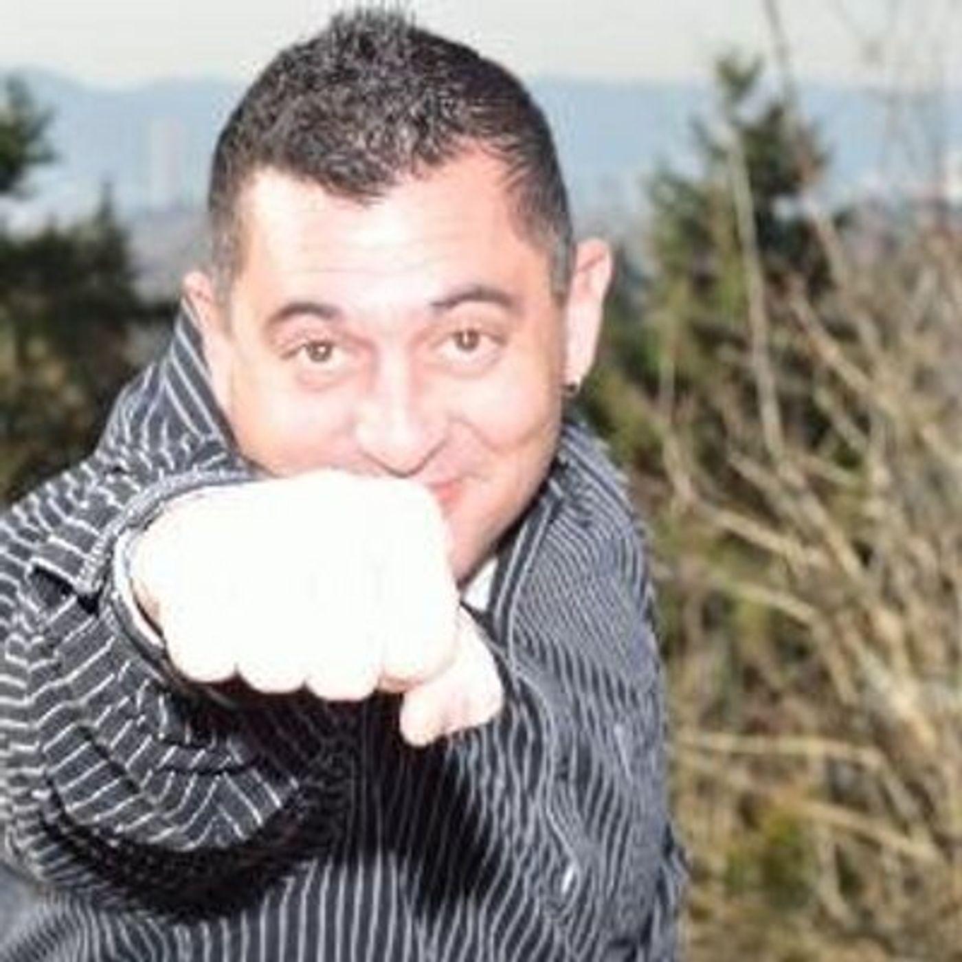 Robert Caruso, Social Media Management