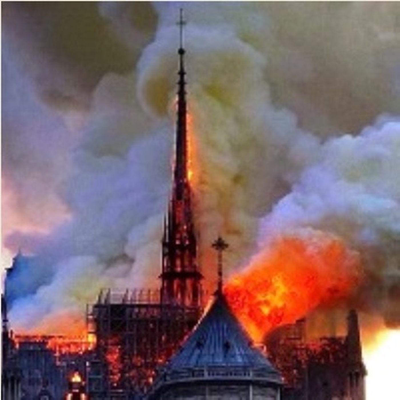 Notre Dame brucia: l'Europa riscopre per un attimo la bellezza del Medioevo
