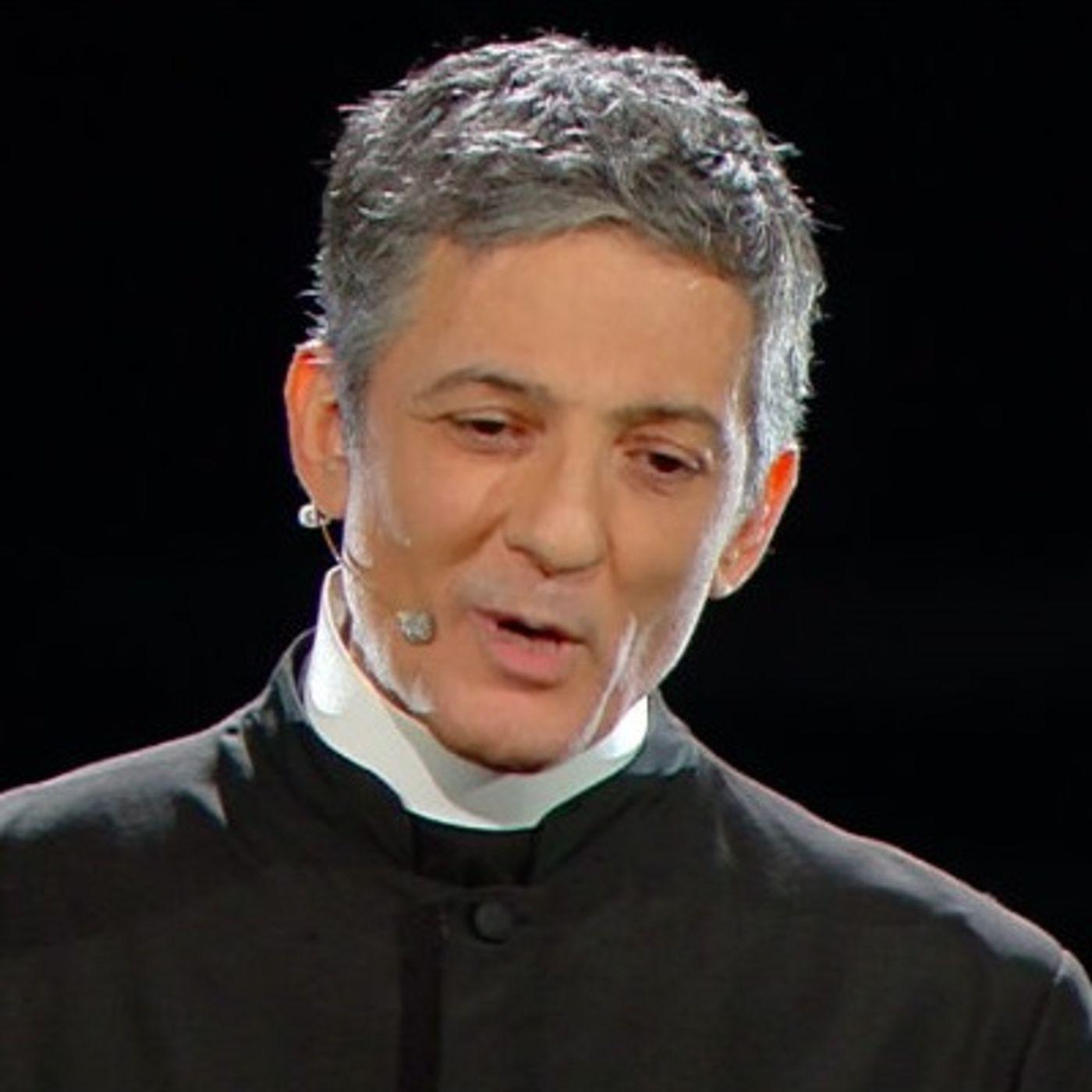A Sanremo Fiorello prende in giro la Chiesa, i sacerdoti, la fede