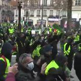 #LaCafeteraEnAmarillo -. La corresponsal @CecileThibaud y @juralde analizan las protestas de los Chalecos Amarillos en Francia.Escucha y RT.