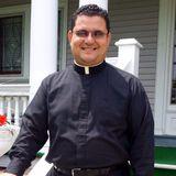 Alfa y Omega con el Padre Rolando Torres