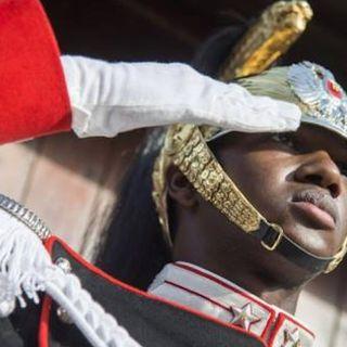 Perchè un corazziere con la pelle nera può diventare un simbolo