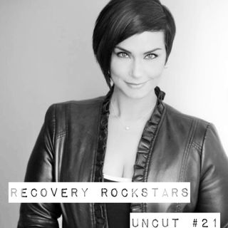 Episode 21- Comedian Liz Russo, who is now 7 years sober, shares her struggles with alcholism