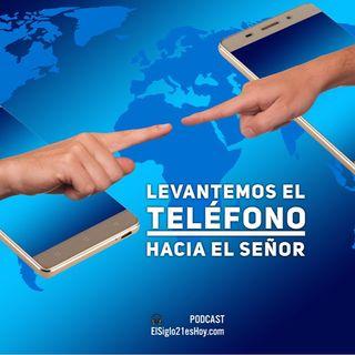 Francisco regaña a los que usan el smartphone en sus misas