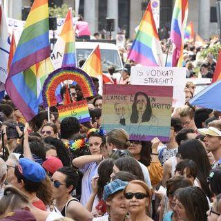 Approvata alla Camera la legge contro l'omotransfobia. Bagarre in Aula tra i banchi dell'opposizione
