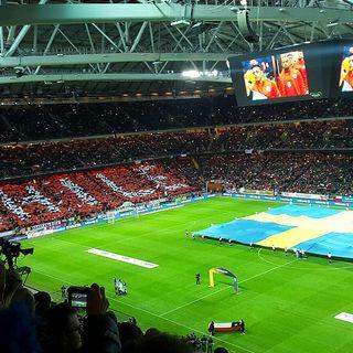Ungdomar från Vivalla fritidsgård till Stockholm för att titta på fotbollsmatchen Sverige-Chile