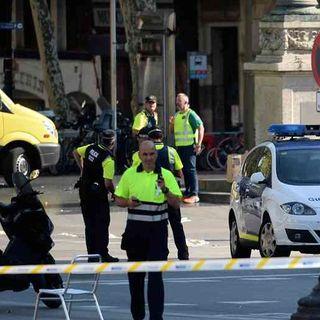 E2 El mundo no se repone de la tragedia en Barcelona