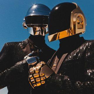 """Dopo 28 anni si sono sciolti i Daft Punk. Raccontiamo la loro storia, soffermandoci, poi, su """"Around the world"""" del 1997."""