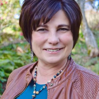 Mona Delfino Returns! Energy Medicine Practitioner & Shaman