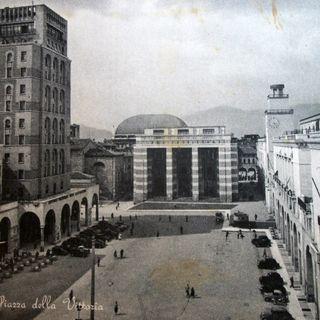 Piazza Vittoria a Brescia, iconica e piena di storia