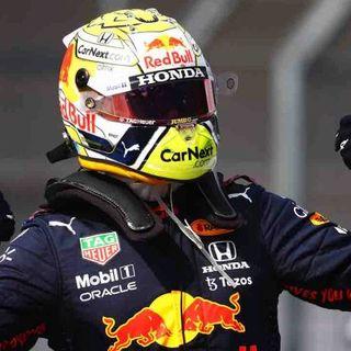 Formula 1, Verstappen scatenato: terza vittoria di fila e allungo in classifica su Hamilton. Nuova delusione Ferrari