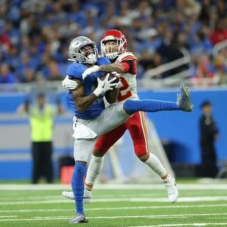 Chiefs Edge Lions at Ford Field, 34-30