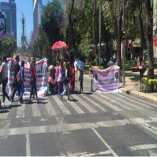 Artesanos indígenas bloquean Reforma