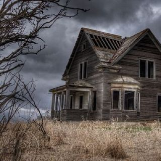 Ep. 1 DIY Haunted Houses Ft. Olivia
