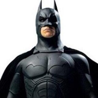 Batman, il supereroe che sconfigge il male umiliandosi