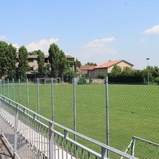 E luce fu, anzi sarà: grazie ai nuovi fari e a 55 mila euro si gioca a calcio in notturna
