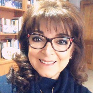 """Adriana Macías presenta su nuevo libro: """"Enamórate de ti; ámate, reencuéntrate y vuelve a empezar""""."""