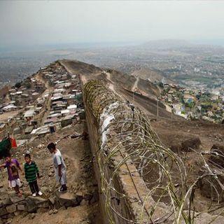 El regreso de America Latina - Il muro della vergogna