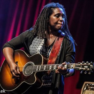 Ruthie Foster Live at Paradiso Noord on 2016-03-19 'I am a Woman'