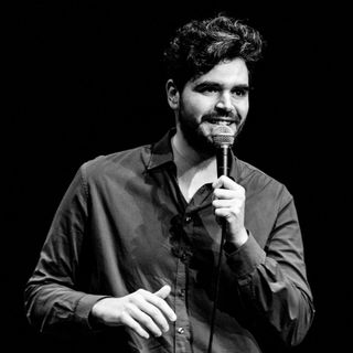 "Fare la Cacca negli Stati Uniti by Andrea Paone ""Stand Up Comedy"""