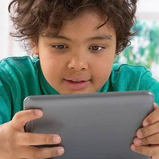 ¿Qué debo hacer para alejar a mi hijo de la computadora y el celular?