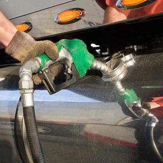 Busca Hacienda bajar precio de los combustibles