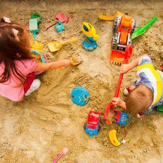 Playgrounds - Entlarvende Szenen auf deutschen Spielplätzen