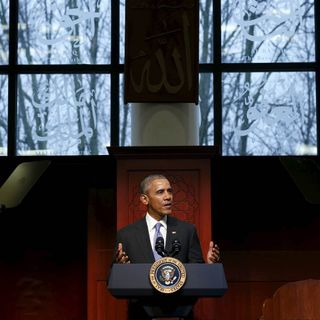 President Obama Makes 1st Visit to U.S. Mosque
