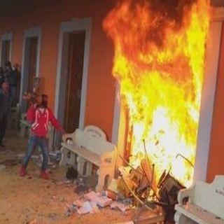 Incendian y saquean Palacio Municipal en sierra de Puebla