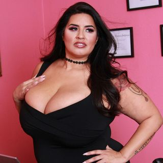AVN BBW Of the Year Sofia Rose