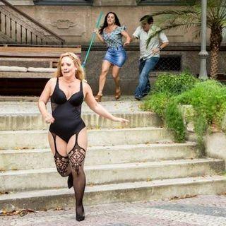 """""""Que Bonito"""": Captan a mujer persiguiendo a la amante de su esposo en lencería"""