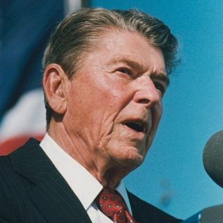 Deficits, Progressive Spending & Govmint:  Obama vs. Reagan
