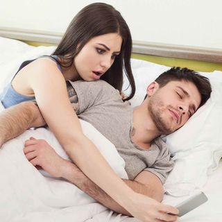 Mi esposo tiene contacto con una exnovia y me estoy volviendo loca