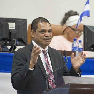 Analistas: Ortega mantiene a Acosta como ministro para evitar una implosión en la cúpula de poder