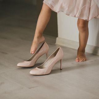 Bambini che giocano… con le scarpe