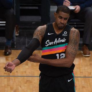 Lamarcus Aldridge saluta gli Spurs