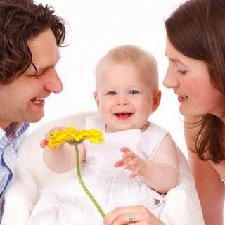 Qual é l'età giusta per fare un bambino? Ne parliamo oggi con due esperte la prof -Annamaria Marconi- e la psicologa -Alessandra Costanzo-