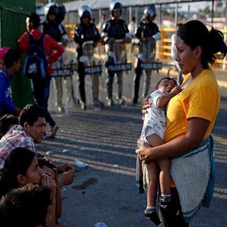 Si migrantes pretenden entrar por la fuerza serán devueltos a su país: Ebrard