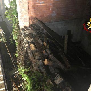 Crolla il muro di una vecchia abitazione ai Cappuccini. Pompieri per la messa in sicurezza
