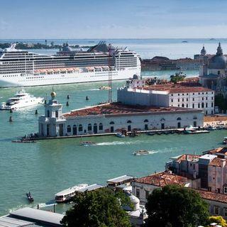 Venezia: stop alle grandi navi, approvato il decreto