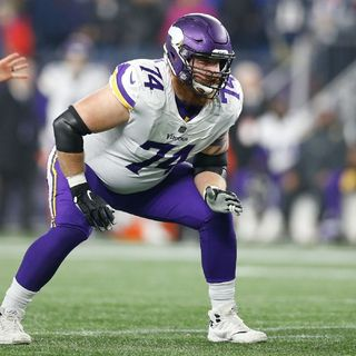 Gi-Aints Sign Bum Ass #MikeRemmers & #NFCEastReport