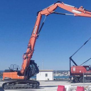 Ascolta la news sul nuovo escavatore da demolizione Doosan DX235DM