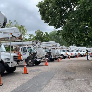 Tennessee electric crews drive 18 hours to help RI with its storm response