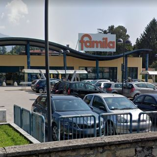 Ruba abiti e alcolici in più supermercati: bloccato e denunciato dai carabinieri