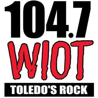 104.7 WIOT (WIOT-FM)