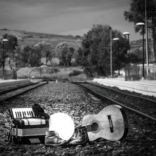 """La terra è di chi la canta. """"Una vita a scartamento ridotto. Il ferroviere Pinelli e il suo """"volo"""" per la verità e la giustizia."""""""