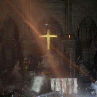 Notre-Dame: in diretta con il nostro inviato a Parigi. A seguire curiosità e aggiornamenti