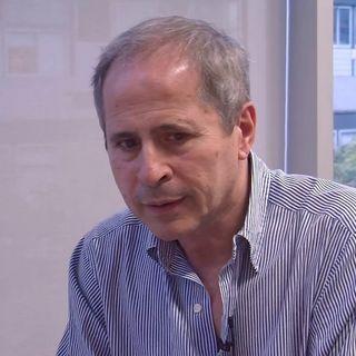 """Dr Andrea Crisanti Virologo ospedale di Padova  """" In uk ci sono molte infezione ignorate. A Vo' abbiamo eleminato le infezioni"""""""